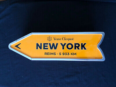 Veuve Clicquot Arrow Direction Tin NEW YORK Champagne Travel Collection