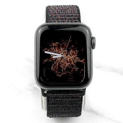 Apple Watch Series 4 44 mm Silver Aluminum with Silver Loop GPS SCREEN ISSUES