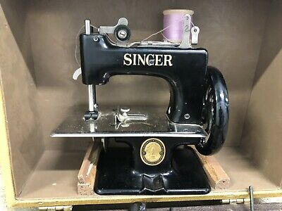 Vintage Small Travel Black SINGER Sewing Machine with Tolex Case