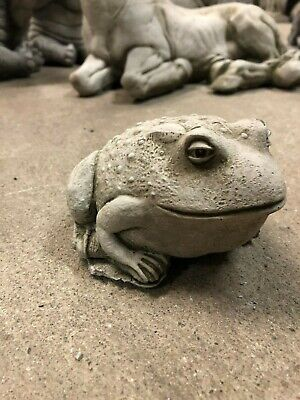 Small Toad frog Garden or home concrete stone ornament statue sculpture fat frog