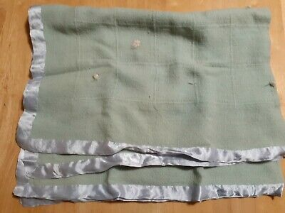 VINTAGE ANTIQUE WOOL? GREEN WEAVE SATIN EDGE BABY BLANKET CRADLE PRAM 50's