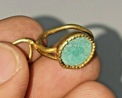 Beautiful Ancient Gold Earring From Afghanistan Weighing 2.9 Grams