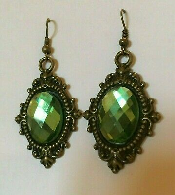 VICTORIAN STYLE GREEN FACETED GLASS dark gold PLATED ORNATE EARRINGS hook FRAME