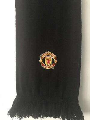 Manchester Utd Retro Scarf . Black With Club Crest Official Club merchandise.