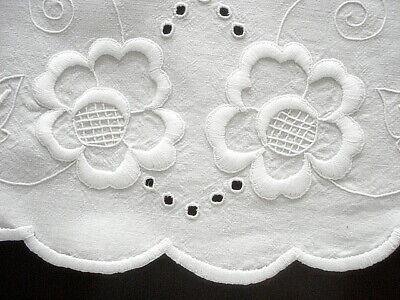 """VINTAGE 25"""" RD Cream & White Hand Embroidered Linen Italian Table TOPPER"""