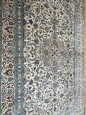 A SPECTACULAR OLD HANDMADE TRADITIONAL ORIENTAL CARPET (350 x 240 cm)