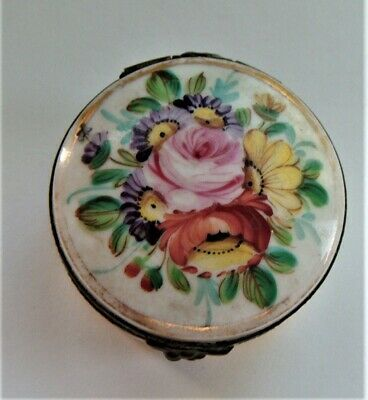 Oriental hand painted pill box, beautifully enamelled floral decoration, c1850