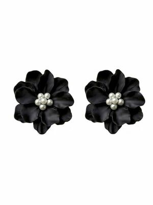 Earrings Black Flower with tiny Pearls in center