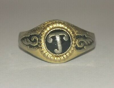 Interesting Signet Ring With Design - Metal Detecting Find