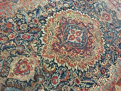 A MAGNIFICENT ANTIQUE HANDMADE TRADITIONAL ORIENTAL CARPET (385 x 300 cm)