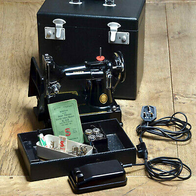 Singer 221K Featherweight SEWING MACHINE Black Working Boxed +Accessories in VGC