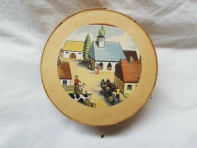 Erzgebirge very old wooden round box with wood straw including hand carved items