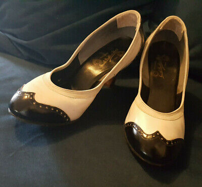 Genuine Vintage Leather 1940s Spectator Pumps Black and White Size 6.5 Heel 3in