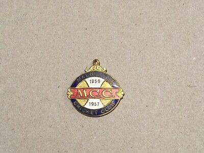 Collectable Melbourne Cricket Club 1956 / 57 Members Badge / Medallion. (stokes)