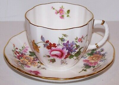 Stunning Royal Crown Derby English Bone China Derby Posies Tea Cup & Saucer