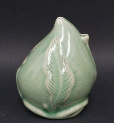 Chinese Porcelain WATER DROPPER Peach Shape SUITEKI Antique Japan Used 01