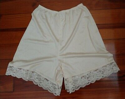 Vintage Lorraine Lace Trimmed Champagne Pettipants Tap Panties Small