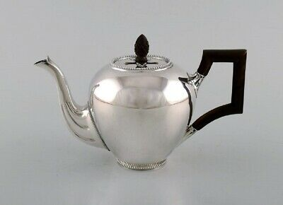 Bonebakker & Zoon, Amsterdam. Silver teapot with handle and wooden knob