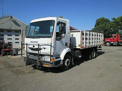 2002 Mack Freedom Mv3 Midliner Flatbed With Crane And Liftgate