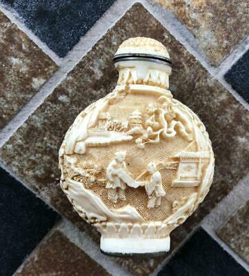 Exquisite antique Chinese  hand carved snuff bottle