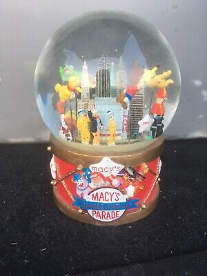 Macys Thanksgiving Day Parade Musical Snowglobe - Limited Edition 2002