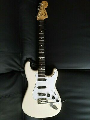 Fender Stratocaster Ritchie Blackmore Olympic White Scaloped comme neuve 09/2019