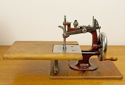 Vintage Miniature Sewing Machine Essex Mk1 c/w Original Box c.1946-56