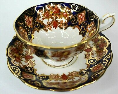 Royal Albert Crown China Heirloom Footed Scalloped Tea Cup and Saucer #4534 VTG