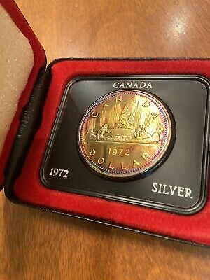 1972 Canada Silver Dollar Uncirculated In Original Case And Sleeve ... tarnished