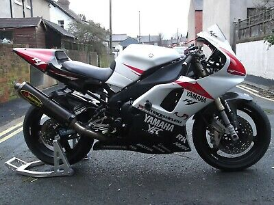 Yamaha YZF R1 4 XV 11 MTHS MOT 29,000 miles New Tires And loads of extras