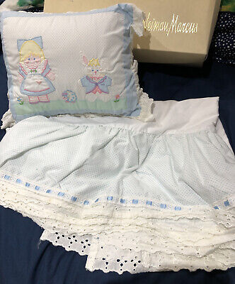 NWOT House Of Hatten Pillow And Cribskirt Set With Eyelet Trim