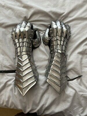 Metal Knight Armor Gloves