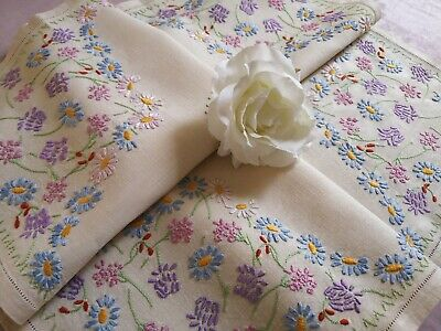 Vintage Hand Fairistytch Embroidered Irish Linen Tablecloth ~ Clover Daisies