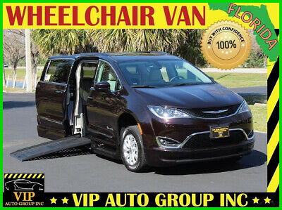 2017 Chrysler Pacifica Touring-L 2017 Chrysler Pacifica Touring-L Handicap Wheelchair Van BraunAbility Power Fold