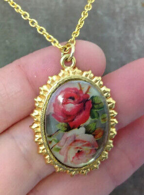 VINTAGE JEWELLERY Pretty Signed Roses Pendant And Chain