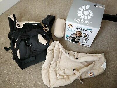 Ergobaby 360 Four Position Baby Carrier Black/Camel with newborn insert