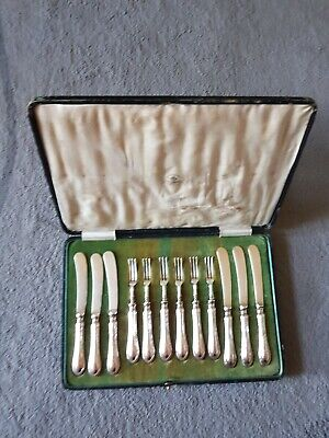 Mappin webb solid silver. Very early 19th century.