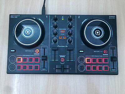 Pioneer DDJ200 2-Channel Double Deck DJ Controller And Pioneer Carry Case