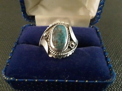 VINTAGE STERLING SILVER & TURQUOISE LADIES RING. 19mm INSIDE. 7.2g