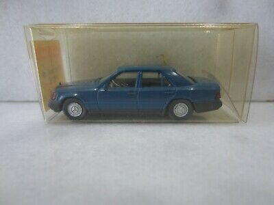 MICRO WIKING HO 1//87 MERCEDES BENZ 220 S NOIRE #8240124 IN BOX
