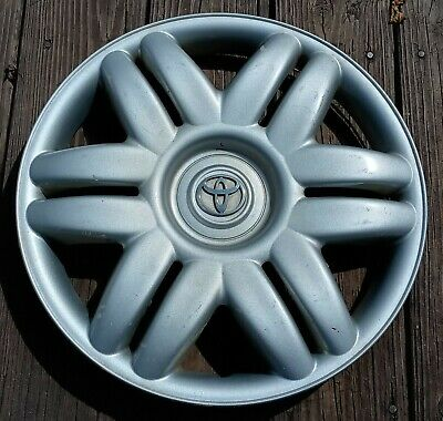 Toyota Camry hubcap 2000-2001 fits 15 inch wheels 61104 01