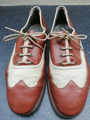 Vintage comfortable lightweight 2xtone lace up leather shoe.Size 8 cream & brown