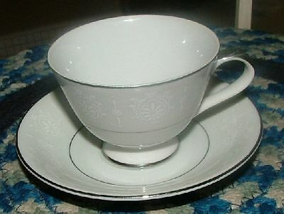 SEYEI Fine China JAPAN Wedding Bell #6631 5 Footed Demitasse Cups & Saucers