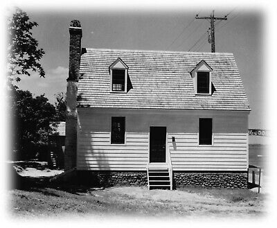 Yorktown historic colonial cottage - wood home