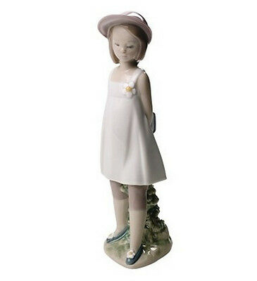 """Nao By Lladro    """"my Favorite Book"""" 1667  Mint & Reduced"""