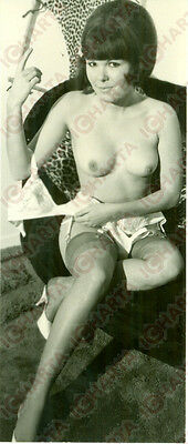 1960 ca EROTICA VINTAGE Young woman naked breast without bra *FOTO