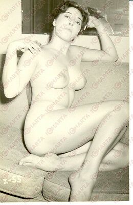 1965 ca EROTICA VINTAGE Sexy lady sitting on couch completely naked * REAL PHOTO