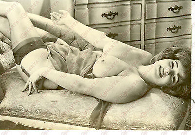 1955 ca EROTICA VINTAGE Naked lady with big tits and foulard in her legs *Photo
