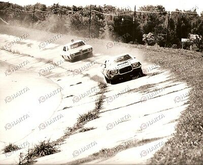 1973 FEAR IS THE KEY Car chase with Ford GRAN TORINO and police car *Photo