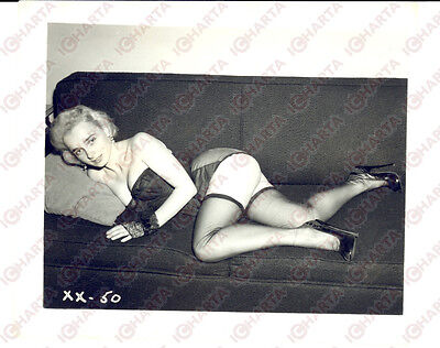 1965 ca USA - EROTICA VINTAGE Woman in sexy lingerie lying on a sofa *PHOTO